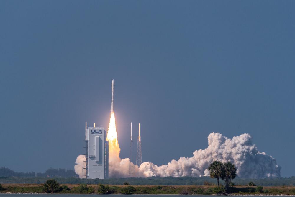 Imaginea 1: Lansarea satelitului AEHF-6 de racheta Atlas V (în configurația 551) de pe rampa SLC-41 de la Cape Canaveral, în prima lansare orbitală pentru Forțele Spațiale Americane. Sursa foto: US Space Force.