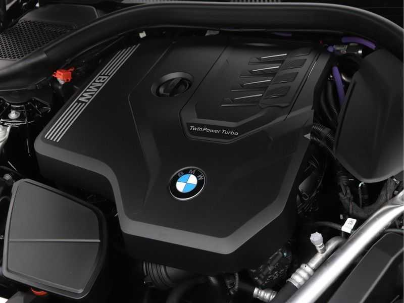 BMW 5 Serie 530i High Exe M-Sport afbeelding 3
