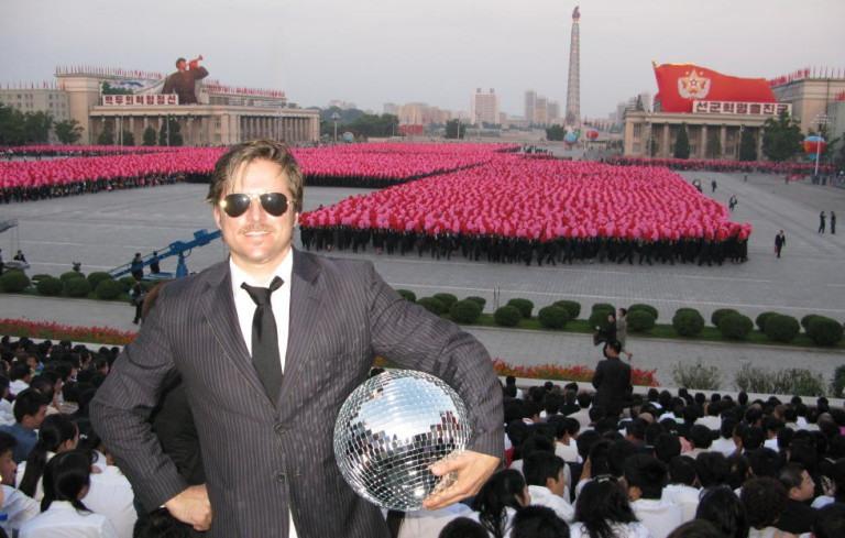 Первый визит Мортена Тровика вСеверную Корею. Площадь Ким ИрСена, 9сентября 2008года. Фото изличного архива