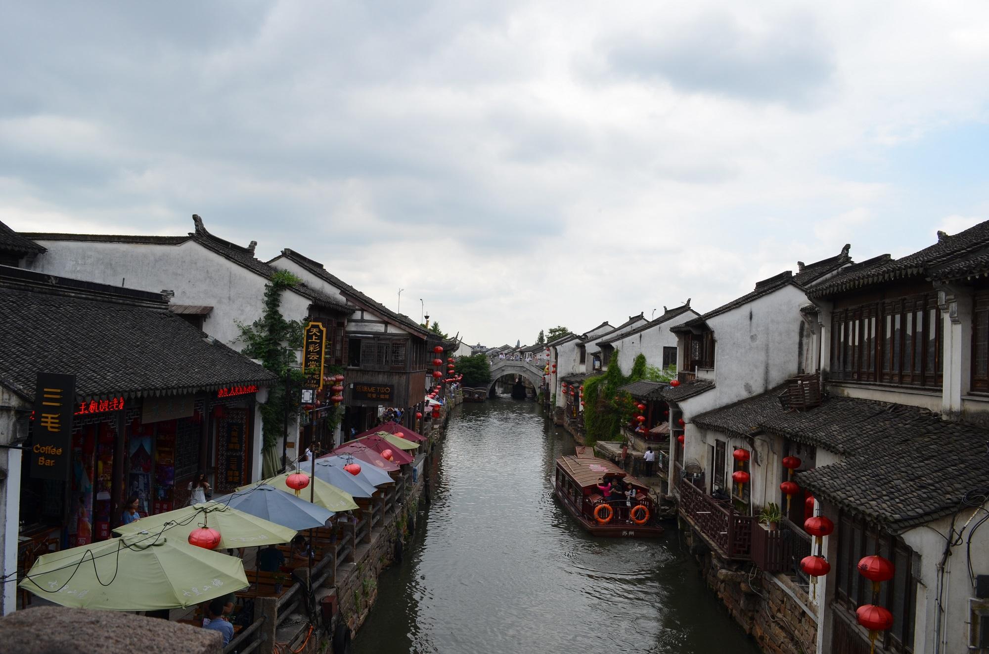 Zu Hauf winden sich Kanäle durch die Stadt.