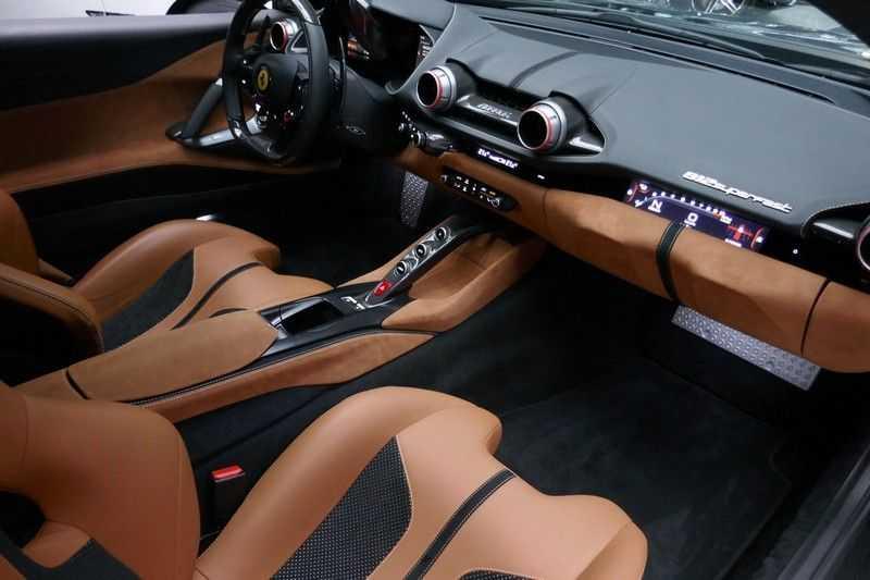 Ferrari 812 6.5 V12 Superfast Carbon in & exterieur - JBL - Camera afbeelding 22
