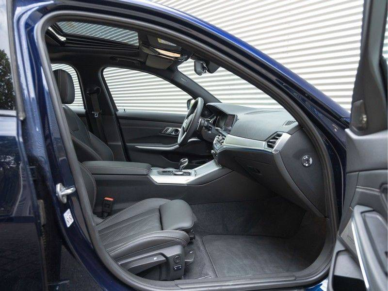 BMW 3 Serie 330e M-Sport - Individual - Dak - ACC - Harman Kardon - Trekhaak afbeelding 14