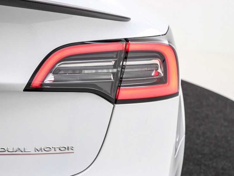 Tesla Model 3 Long Range All-Wheel Drive Performance Prijs is Incl. BTW   20'' grijze Performance-velgen   Performance upgrade   Performance remmen   Autopilot   afbeelding 4