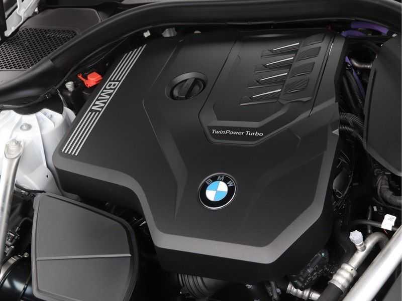 BMW 5 Serie 530i High Exe M-Sport LCI afbeelding 9