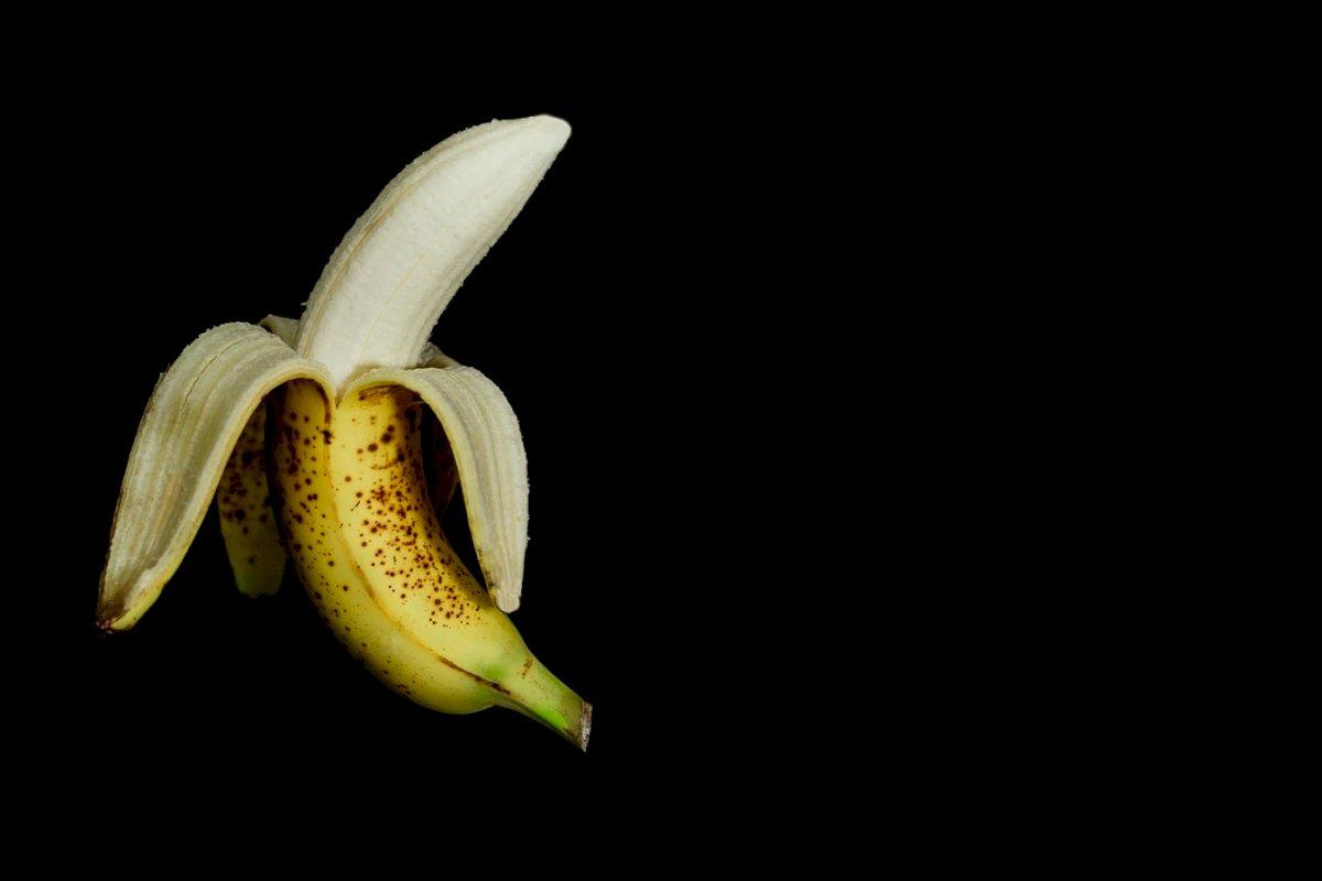 """""""Unpeeling a banana"""""""
