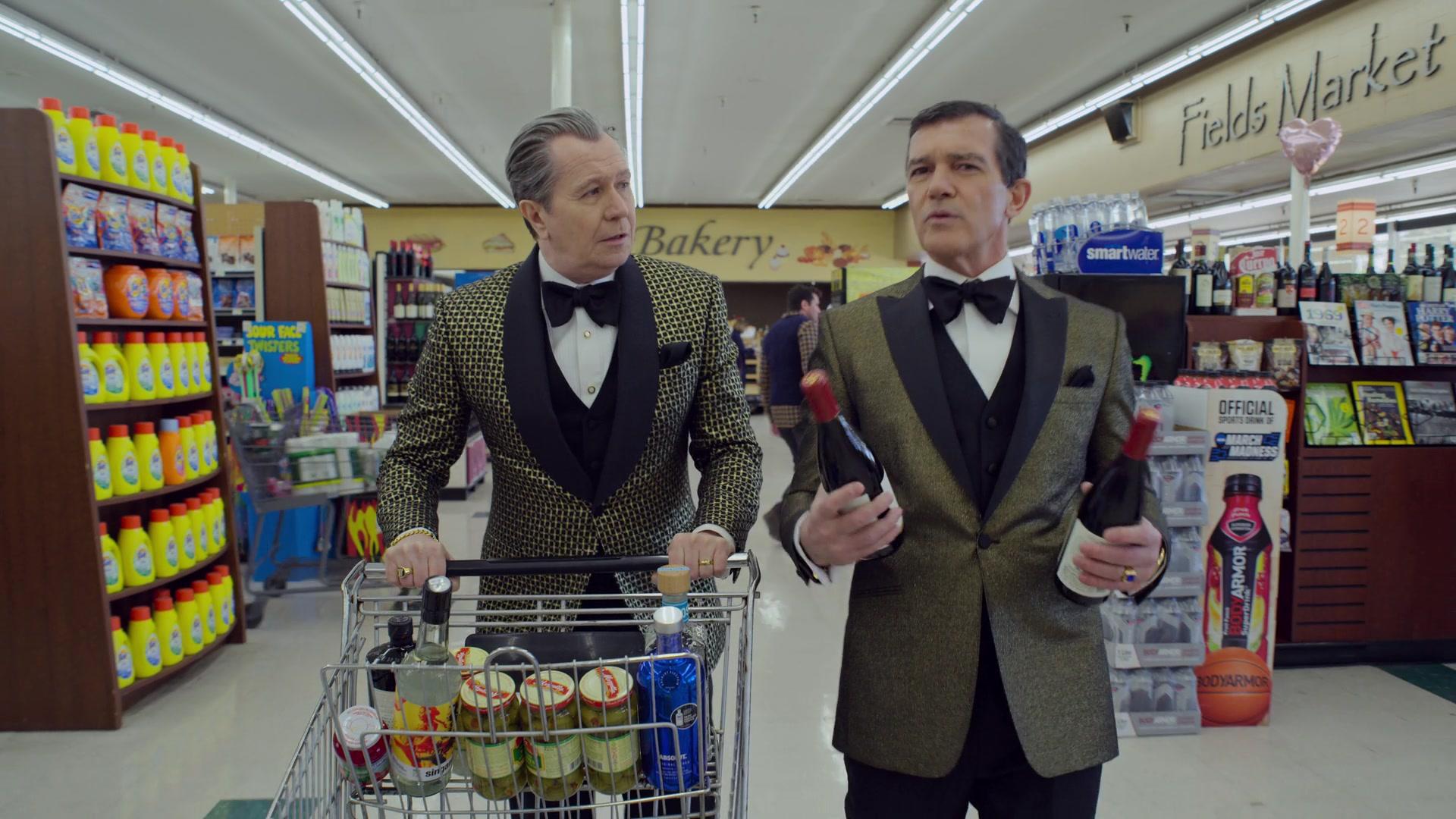 Гари Олдман и Антонио Бандерас закупаются к новогодней ночи