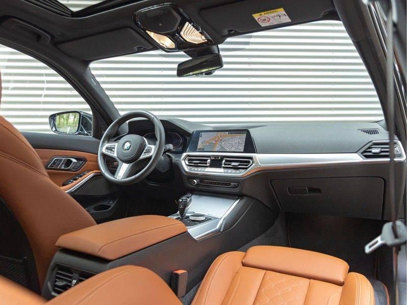 BMW 3 Serie Touring 330i M-Sport - Individual - Memoryzetel - Panorama - Trekhaak afbeelding 3