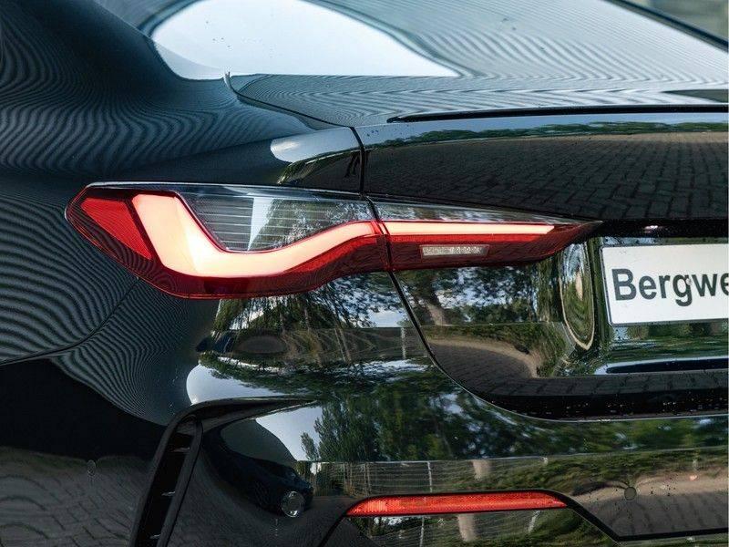 BMW 4 Serie Coupé M440i xDrive - High Executive - M-Remmen - Harman Kardon - Driving Ass Prof afbeelding 9