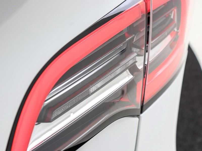 Tesla Model 3 Long Range All-Wheel Drive Performance Prijs is Incl. BTW   20'' grijze Performance-velgen   Performance upgrade   Performance remmen   Autopilot   afbeelding 6