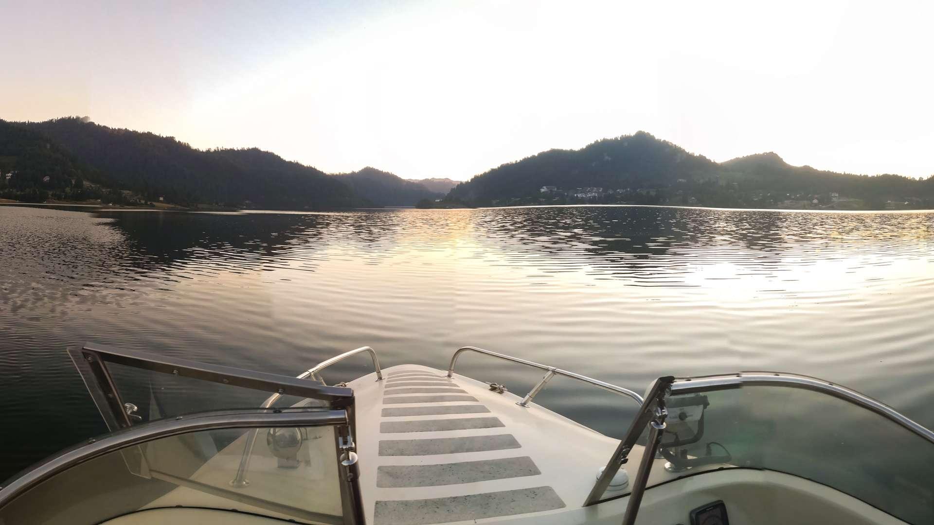 poza lac colibita din barca