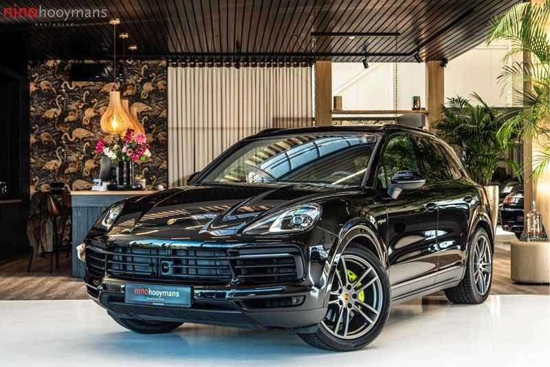 Porsche Cayenne E-Hybrid | Sport-Chrono | Panorama | BOSE | PASM | Adaptieve Sportstoelen afbeelding 1