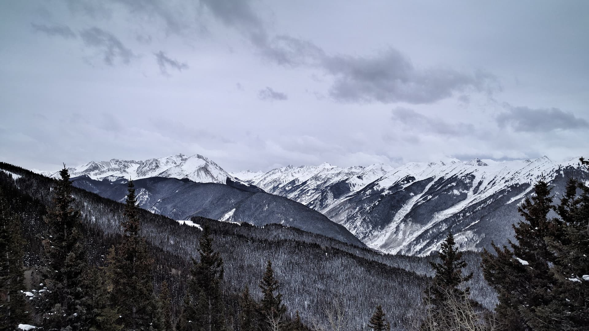The valley just south of Aspen Peak on a gray, snowy day.