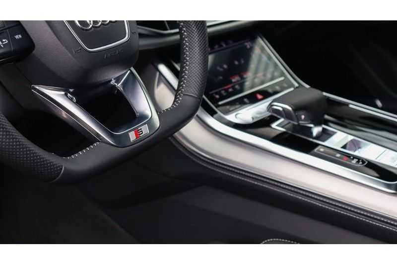 Audi Q8 55 TFSI quattro S-Line, Panoramadak, B&O, Massage, Ruitstiksel, Trekhaak afbeelding 24