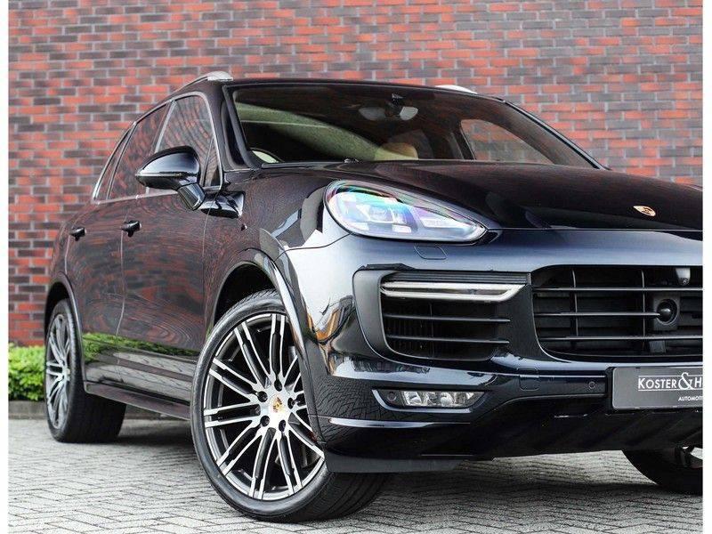 Porsche Cayenne Turbo *SportDesign*Pano*360cam*Chrono*Soft-Close* afbeelding 2