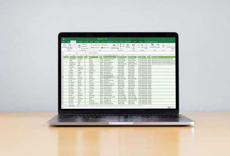 Bildschirm in unserem Schulungsraum mit Übung aus unserem Excel-Kurs
