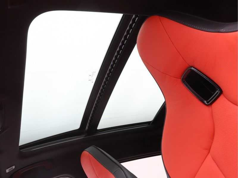 BMW 1 Serie 118i 5rds High Exe M-Sport Aut. afbeelding 11