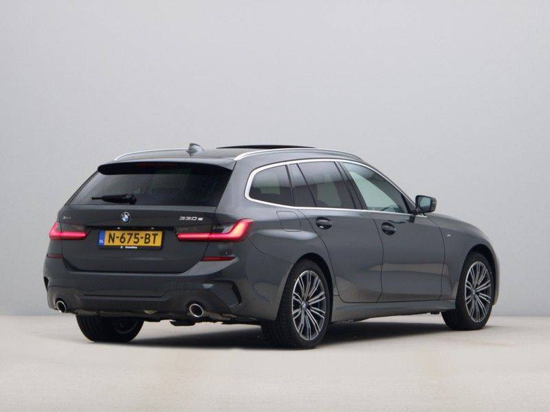 BMW 3 Serie Touring 330e xDrive High Executive Model M Sport afbeelding 9