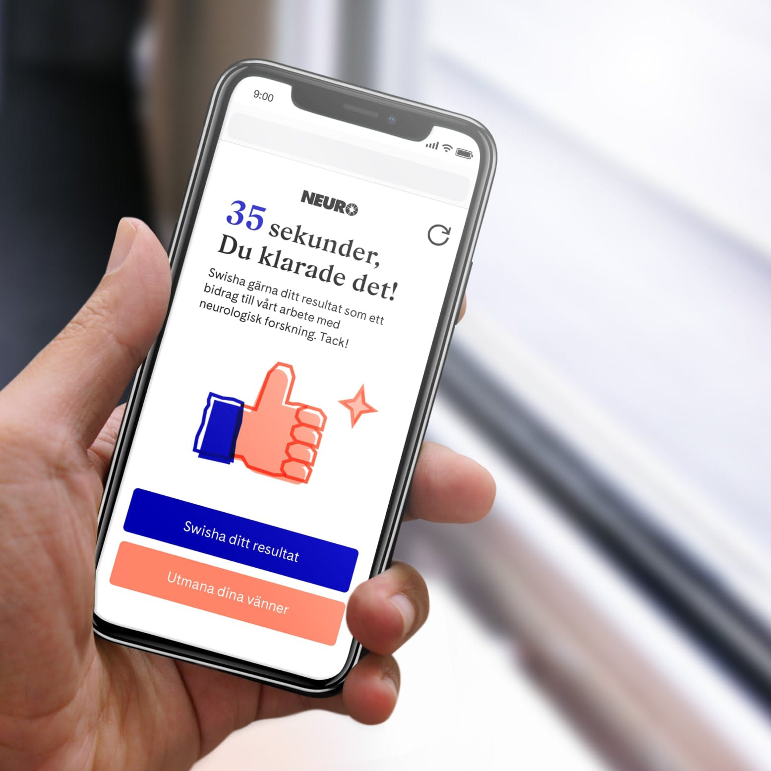 Person holding an smartphone with Vardagskampen result page