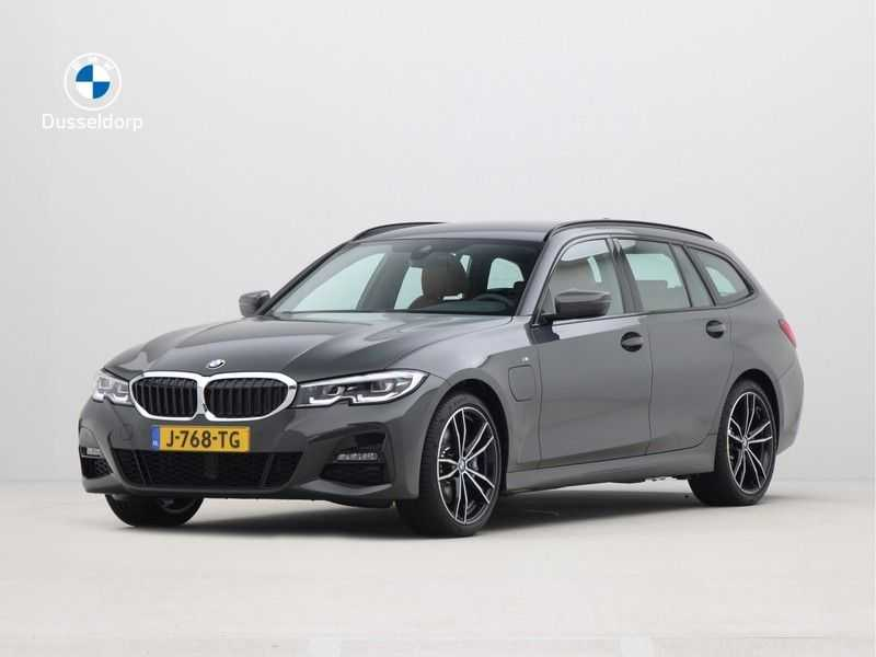 BMW 3 Serie Touring 330e PHEV High Executive M-Sport Automaat afbeelding 1