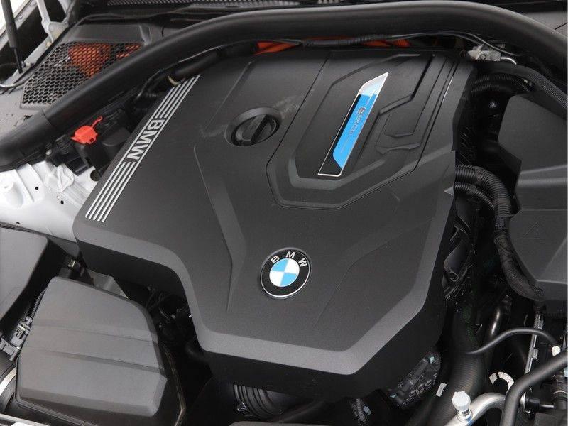 BMW 3 Serie 330e xDrive Touring High Executive afbeelding 4