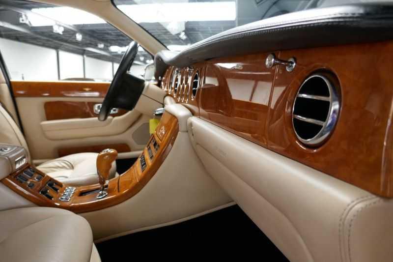 Bentley Arnage 6.8 V8 T Mulliner LWB (1 van 95 st) Youngtimer . afbeelding 12
