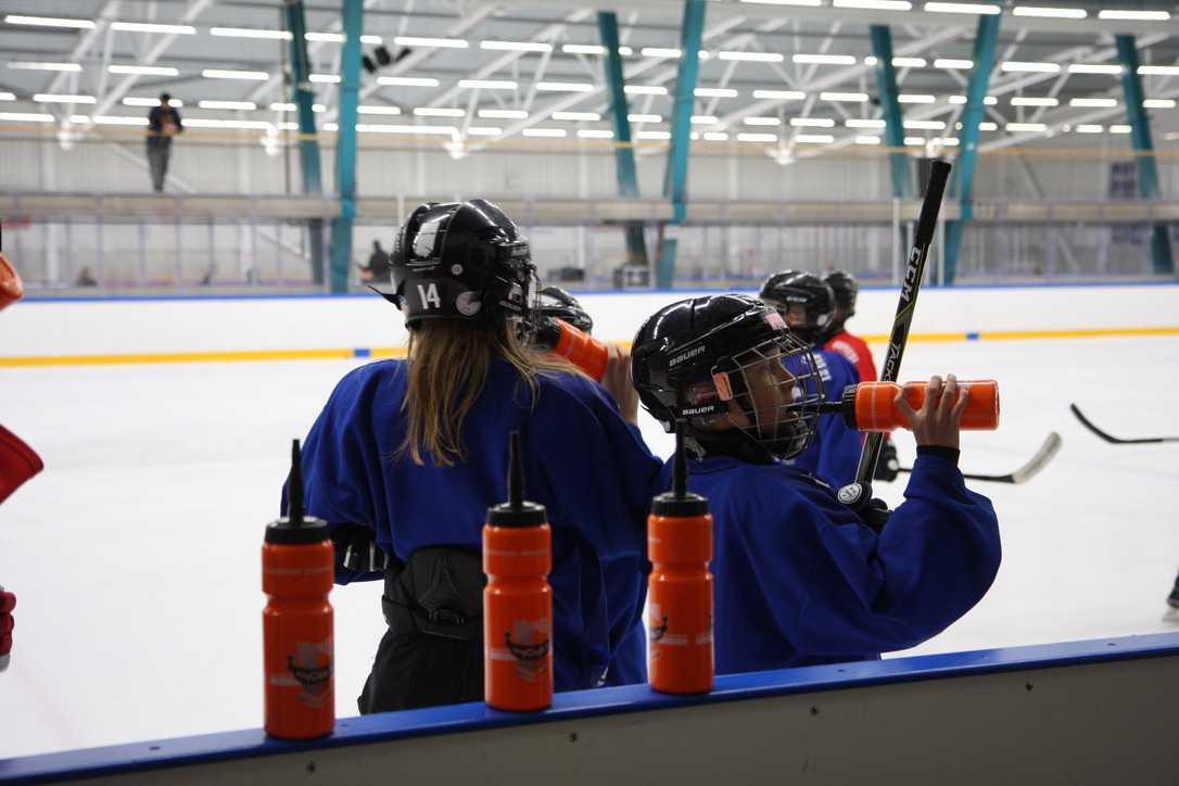 Lätkäseuroissa varainhankintakampanjat ovat yleisiä. Kuva CL Hockey Campilta kesältä 2019.