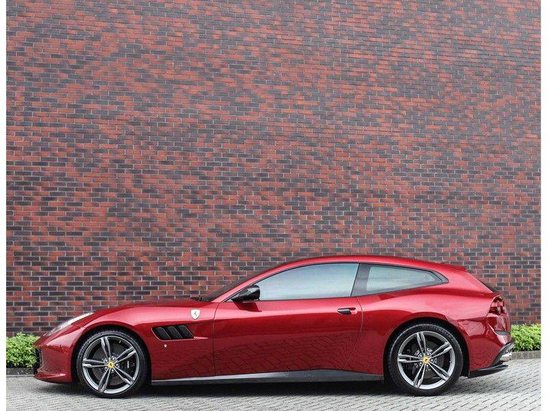 Ferrari GTC4 6.3 V12 Lusso *Panoramadak*passagiers display* afbeelding 12