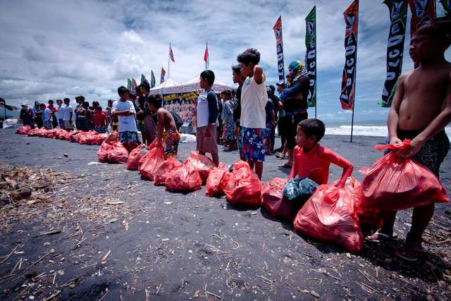 Fumes - The Red Bag Race - photo by ROKMA