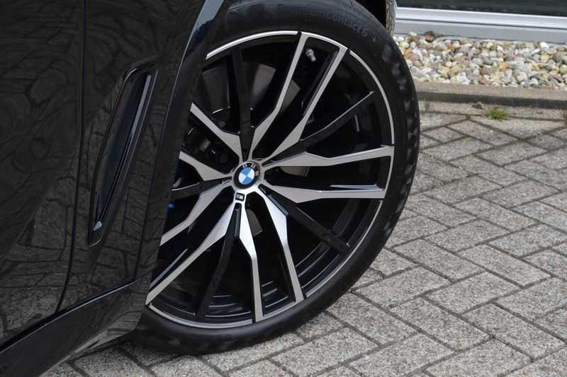 "BMW X5 M50d 400pk Skylounge Luchtv DA+ PA+ Trekh NL-auto 22"" Comfortzetels afbeelding 6"