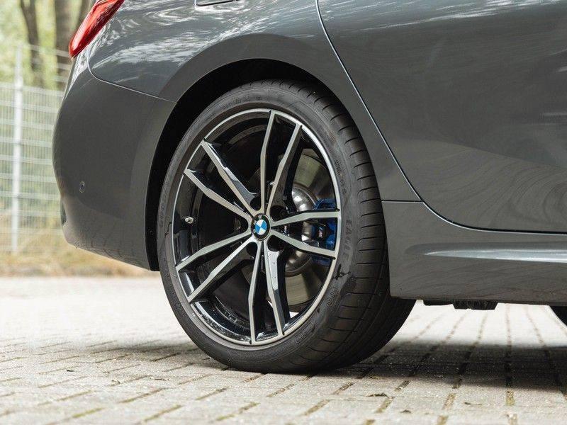 BMW 3 Serie Touring 330i M-Sport - Panorama - Trekhaak - Harman Kardon afbeelding 11