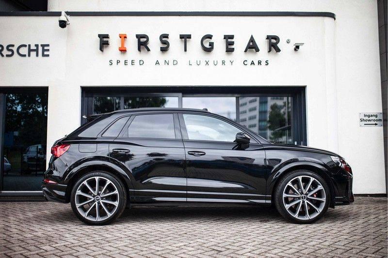 Audi RS Q3 2.5 TFSI Quattro *B&O / Pano / ACC / RS Sportstoelen / Sportuitlaat / Trekhaak* afbeelding 3