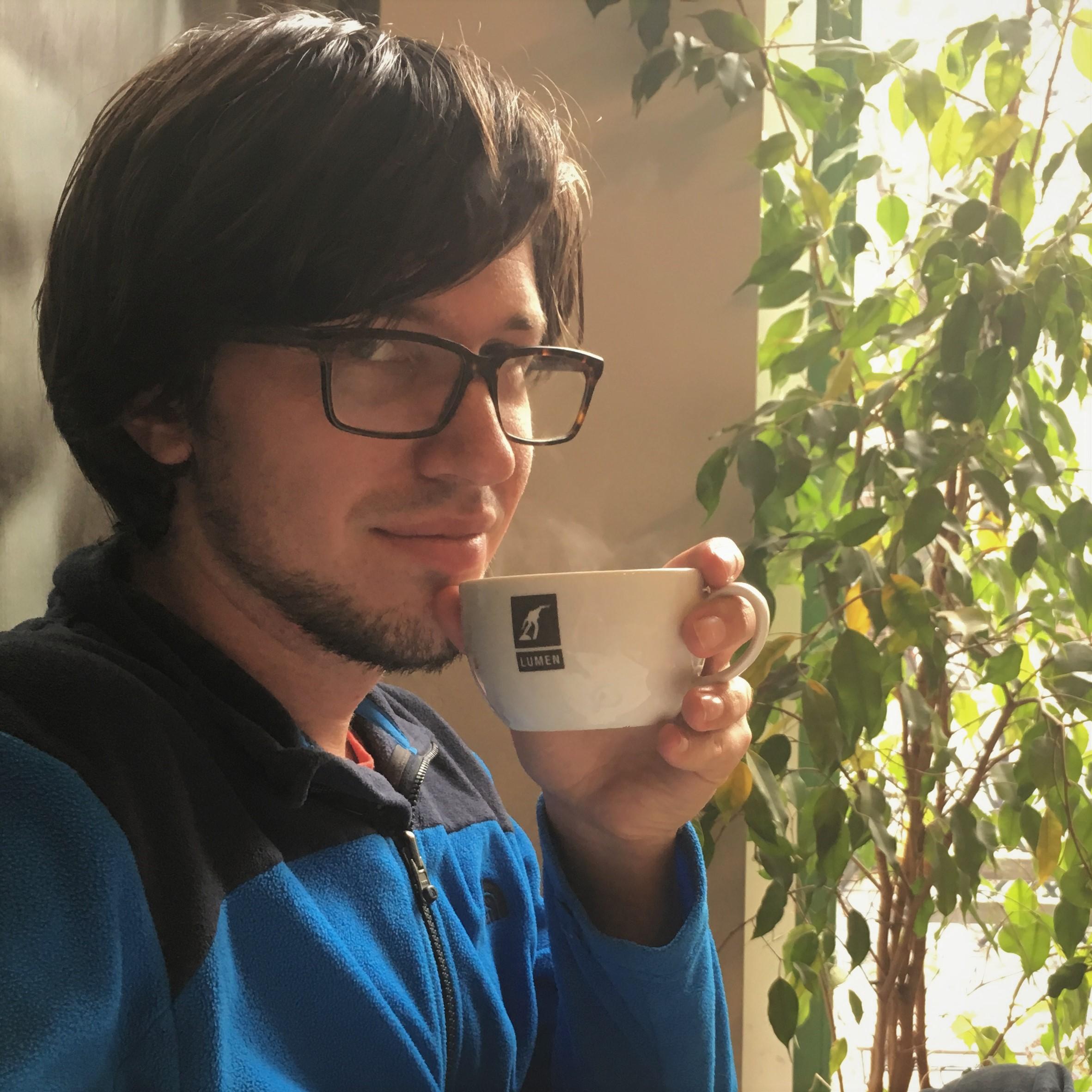 Leendert van Beelen drinking coffee