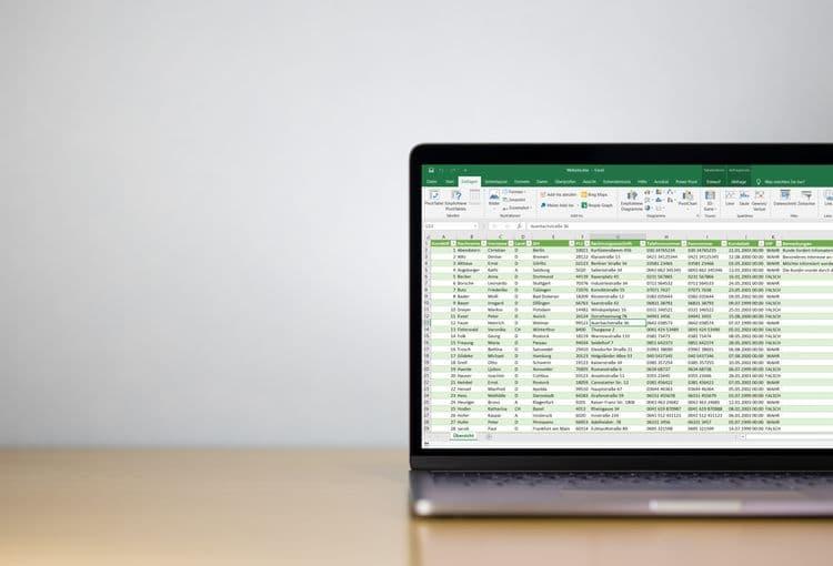 Laptop mit unseren Schulungsunterlagen zum Excel-Aufbaukurs