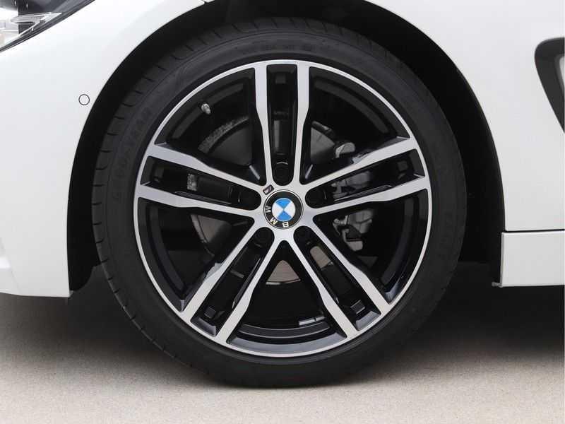 BMW 4 Serie Gran Coupé 418i Executive Edition Model M Sport afbeelding 24