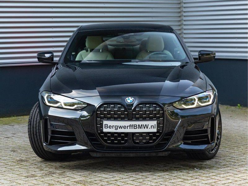 BMW 4 Serie Coupé M440i xDrive - High Executive - M-Remmen - Harman Kardon - Driving Ass Prof afbeelding 4