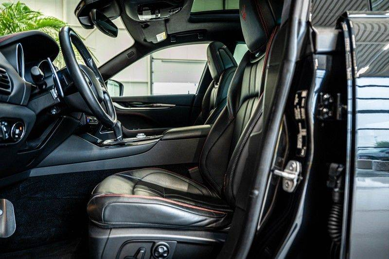 Maserati Levante 3.0 V6 D AWD | BTW | Black pack | Pano | Rood sticksel | Harman Kardon | Voertuigvolgsysteem | Nieuwe onderhoudsbeurt | afbeelding 15