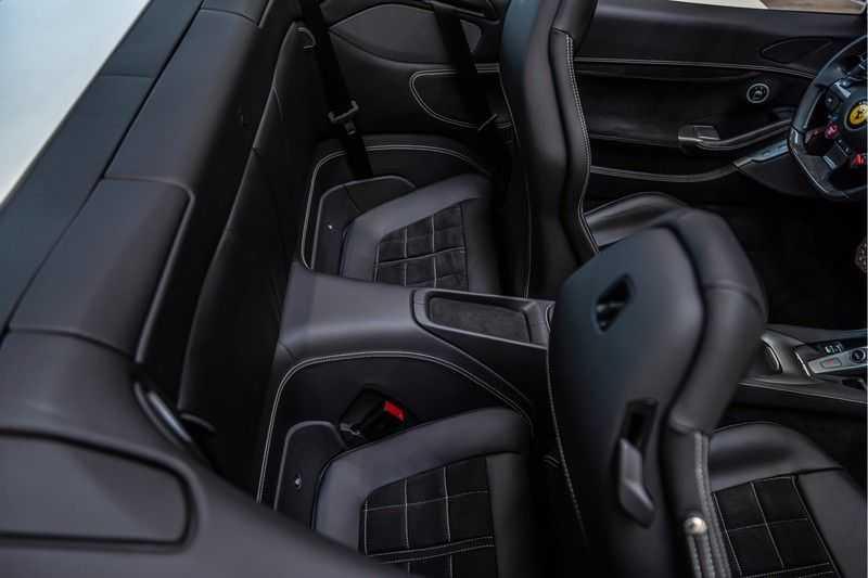Ferrari Portofino 3.9 V8 HELE | Carbon | Alcantara | Homelink | Camera | afbeelding 17