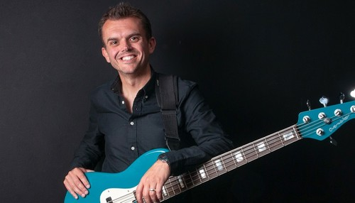 Meet our band leader and international bass player, Jimmi Clarke, who has worked with Gloria Gaynor and Il Divo