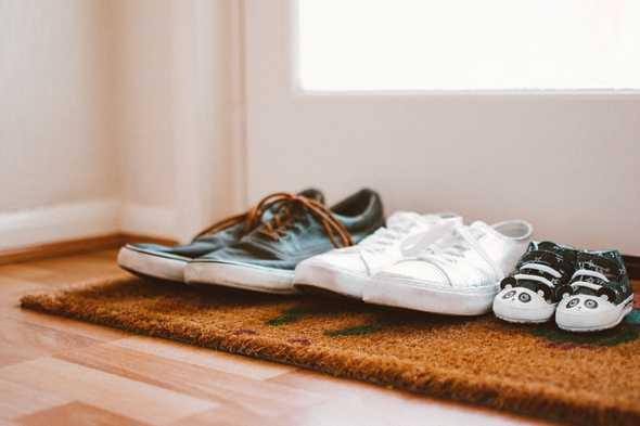 deurmat met schoenen