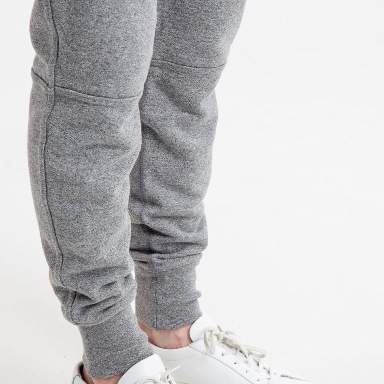Le sweatpant urbain en mode workwear, streetwear et tailoring