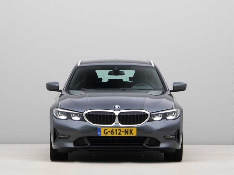 BMW 3 Serie Touring 330i Executive Edition afbeelding 6