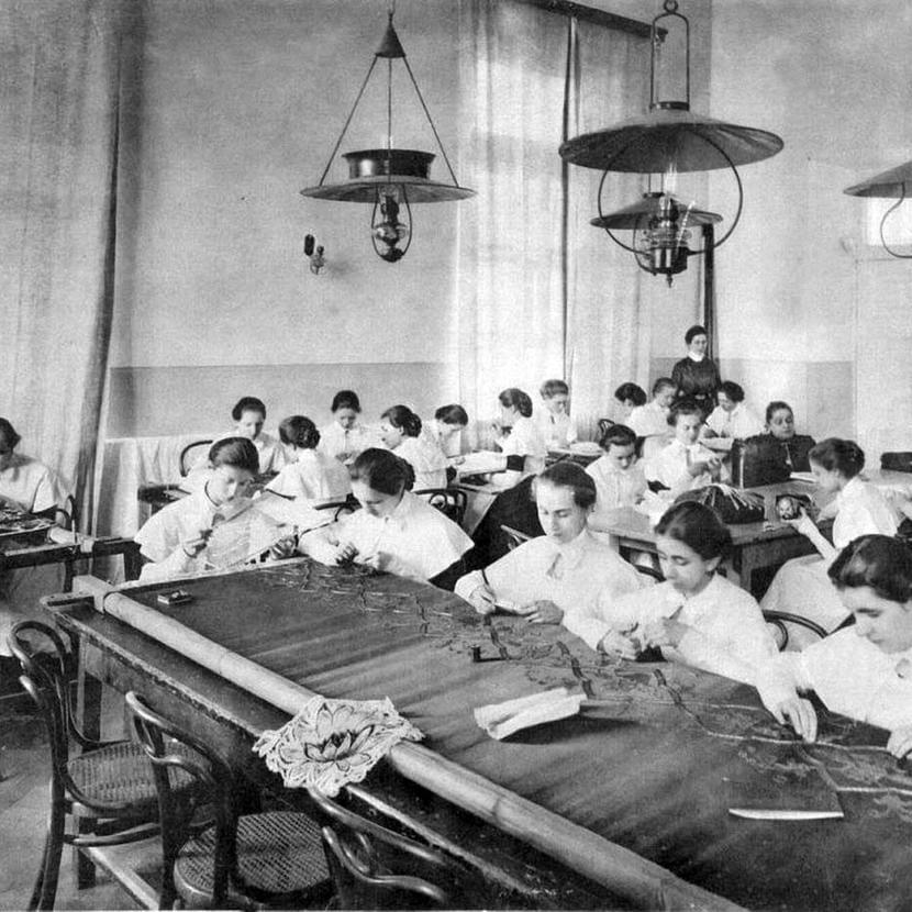 Воспитанницы Смольного института благородных девиц. Россия, XIX век