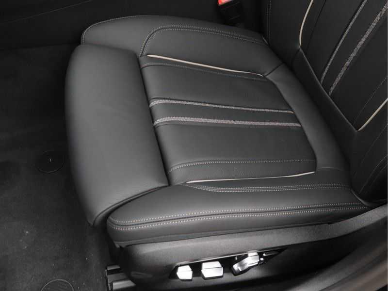 BMW 5 Serie 520e Sedan High Exe M-Sport Hybrid afbeelding 16