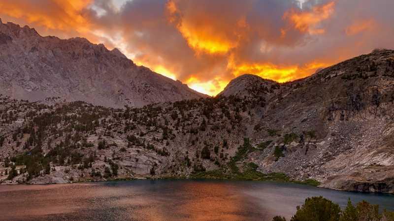 Sunrise over Upper Rae Lake