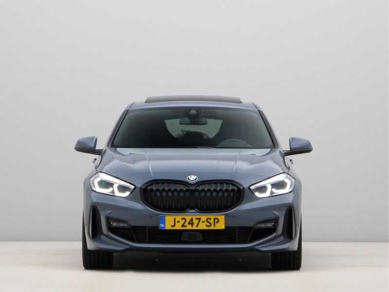 BMW 1 Serie 118i High Exe Edition Aut. M-Sport afbeelding 2