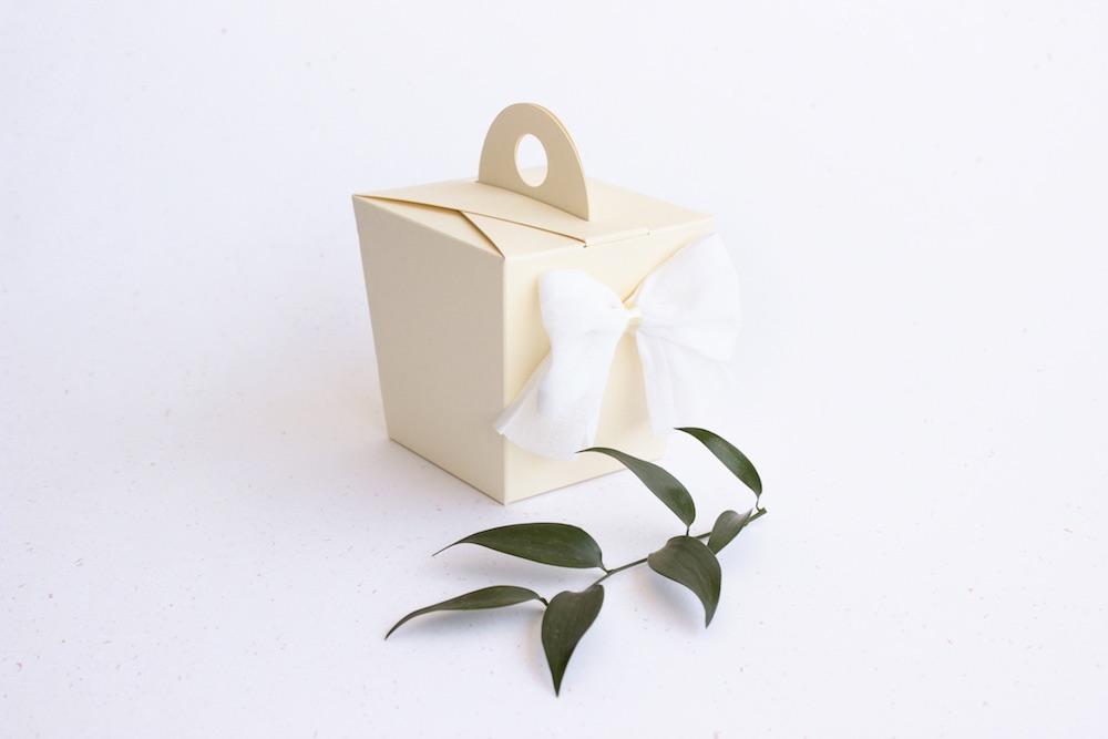 Skládací krabička na svatební cukroví