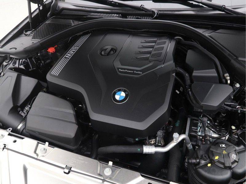 BMW 3 Serie Touring 318i Executive Sport Line Automaat afbeelding 4