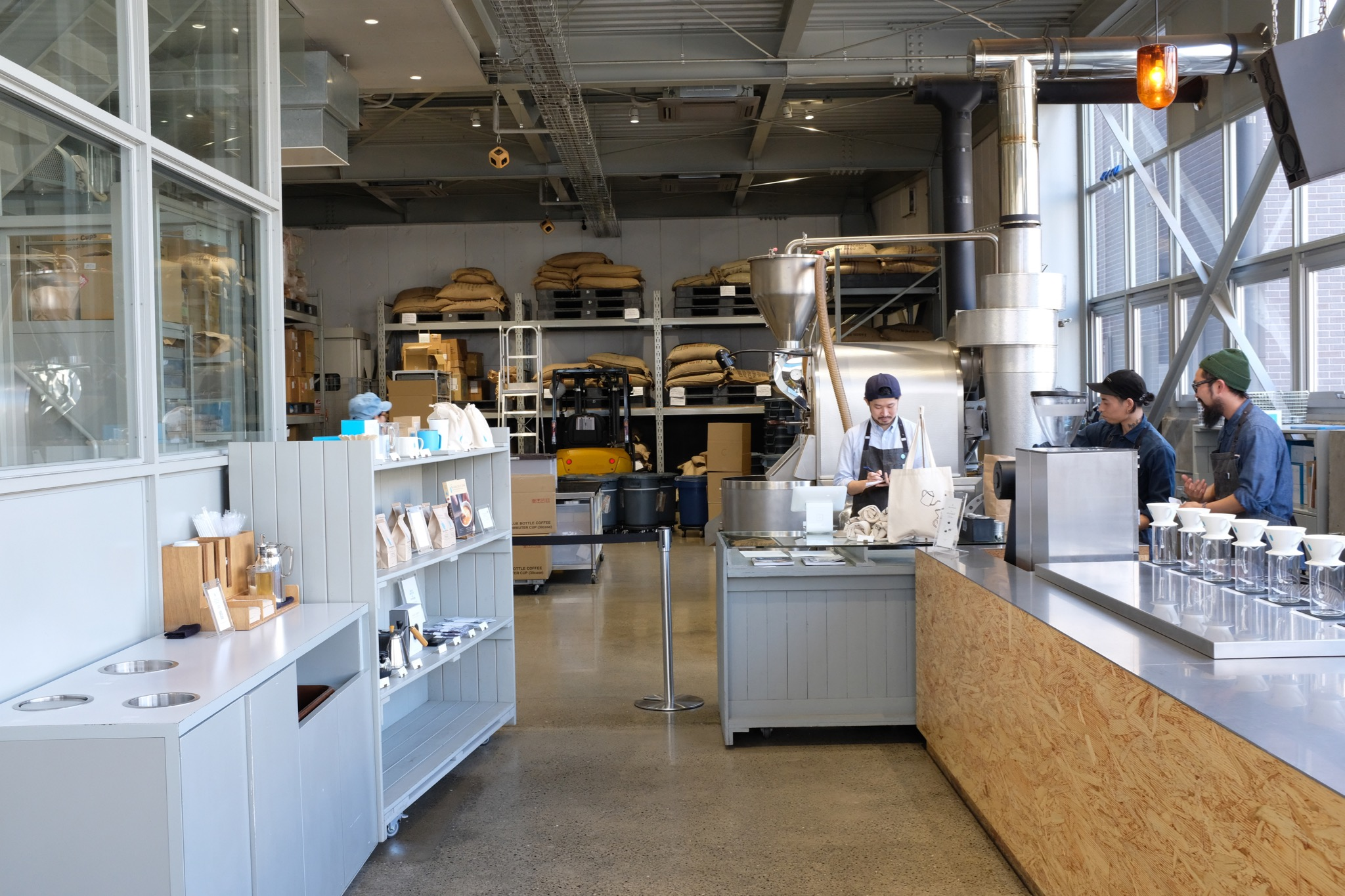 A big two stories roastery is located in the Kiyosumi location
