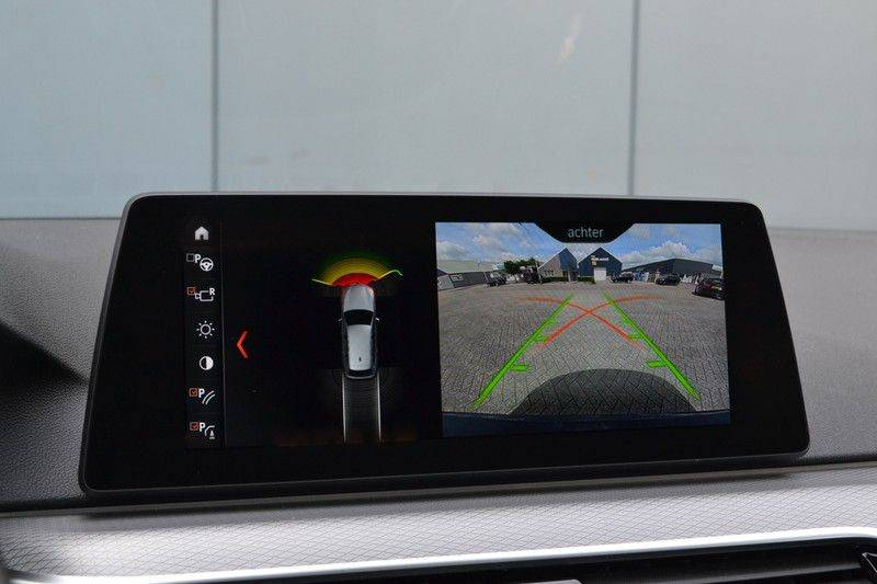 BMW 5 Serie Touring M550d xDrive 400pk Pano Standk ACC 20inch Adp-LED HUD afbeelding 18