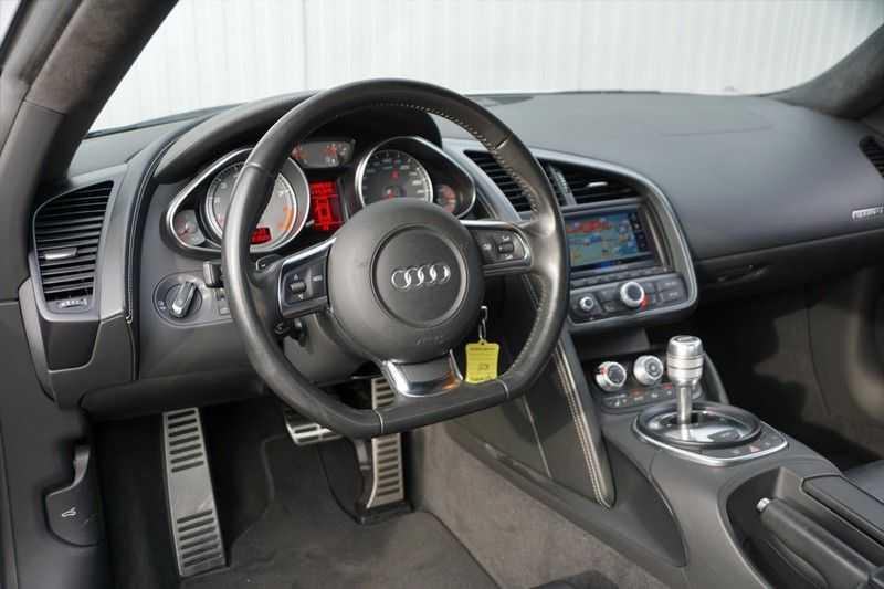 Audi R8 4.2 V8 FSI / 49dkm NAP / 1e eigenaar / B&O / R-Tronic / Orgineel Nederlands! / Navigatie afbeelding 5